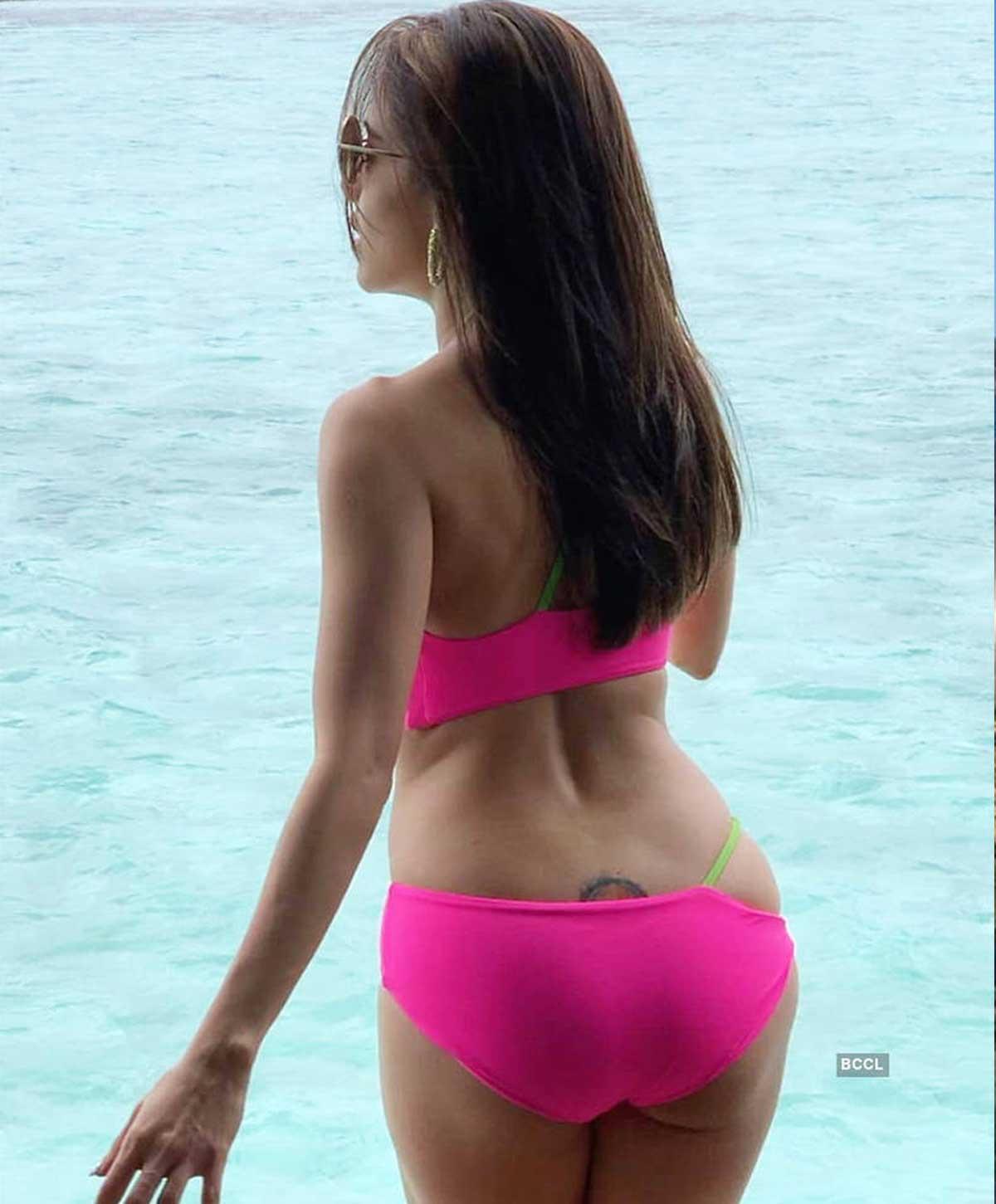 nushrat-bharucha-hot-ass-in-pink-bikini