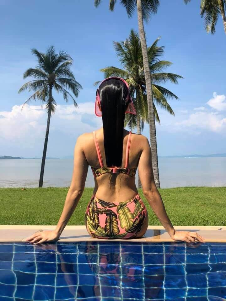 nusrat-bharucha-hot-butt-photos-in-bikini-relaxing-near-pool