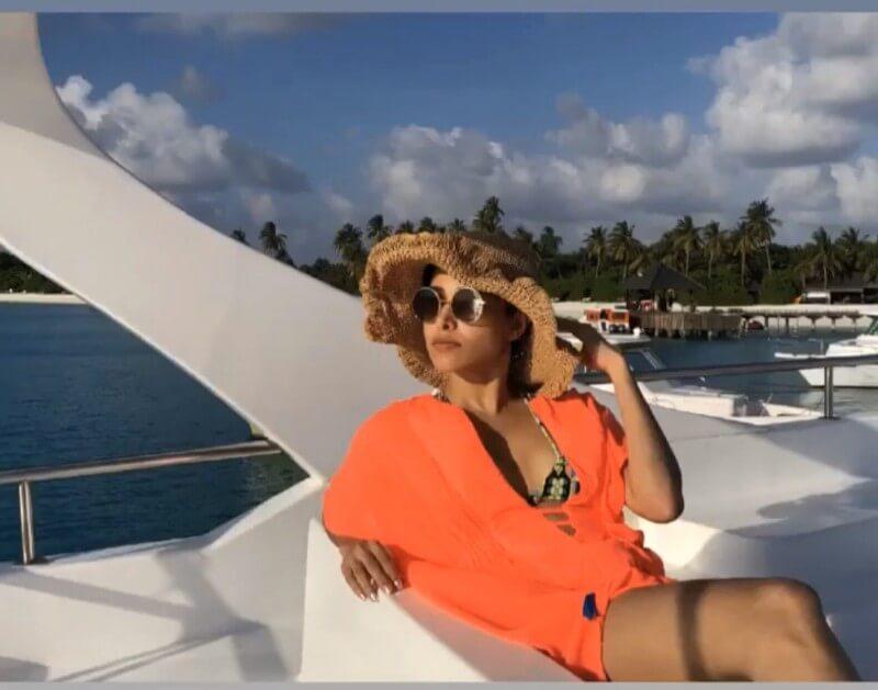nushrat-bharucha-hot-stills-in-bikini-on-holidays