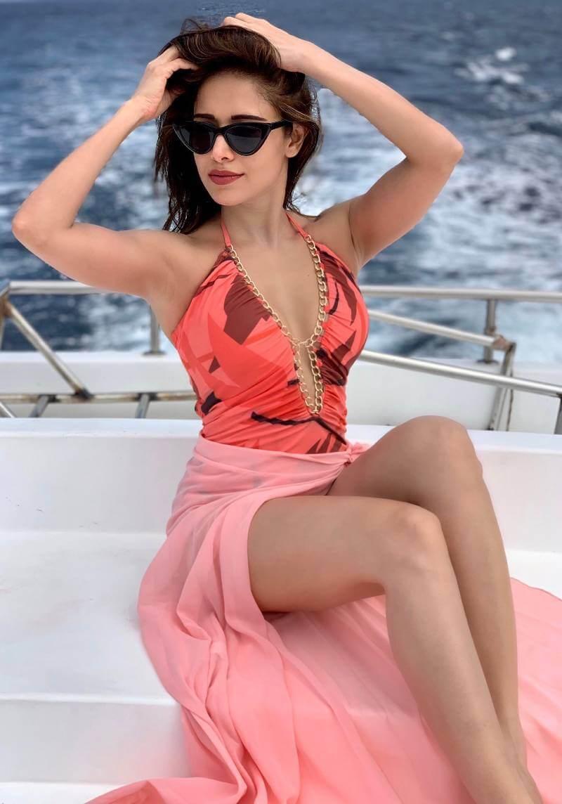 nushrat-bharucha-hot-thighs-in-bikini
