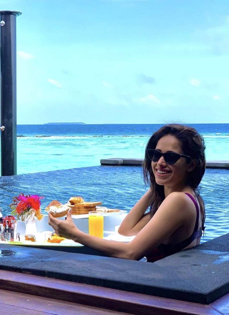 nushrat-bharucha-smiling-photos-while-having-fun-in-bikini