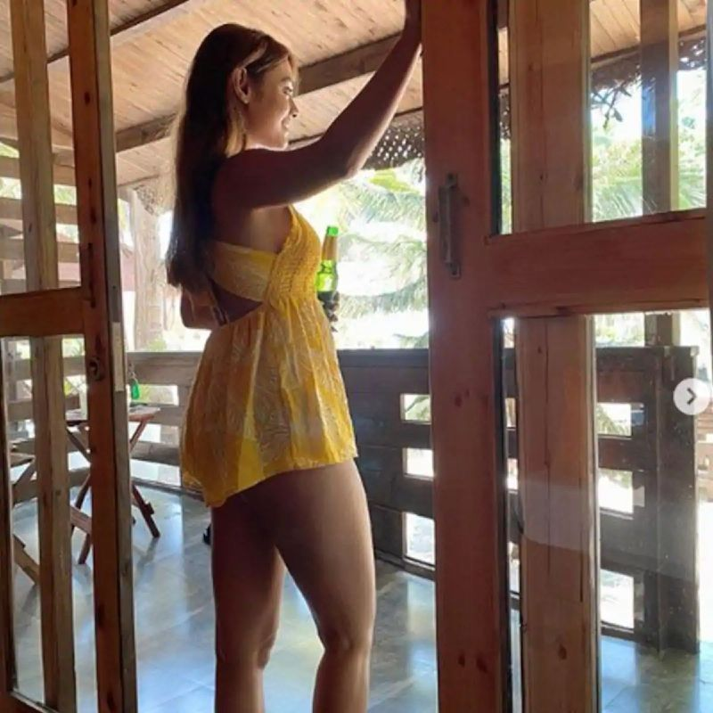 pics-of-sreejita-de-in-short-dress-showing-her-sexy-thighs-and-legs
