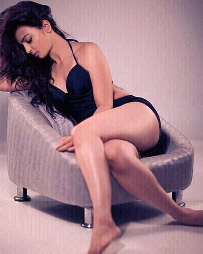 radhika-apte-bikini-pics-show-her-butt