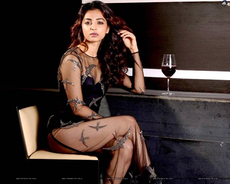 radhika-apte-hot-toned-figure-in-net-bikini-outfit