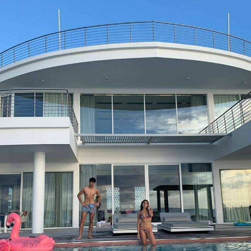 sara-ali-khan-in-bikini-in-villa