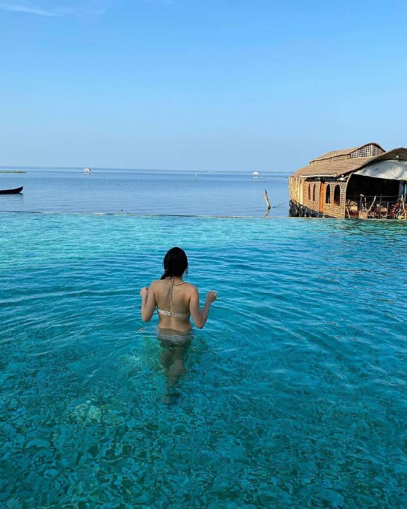 sara-ali-khan-photo-in-water-wearing-bikini