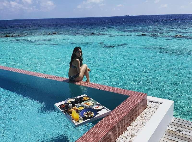 sara-ali-khan-relaxing-on-pool-side-in-bikini