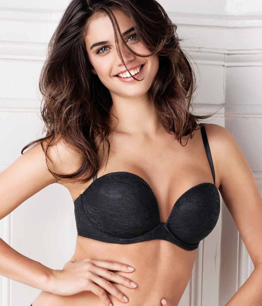 sara-sampaio-bra-looking-gorgeous