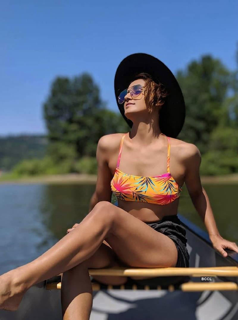 shakti-mohan-bikini-bra-and-shorts-showing-hot-figure