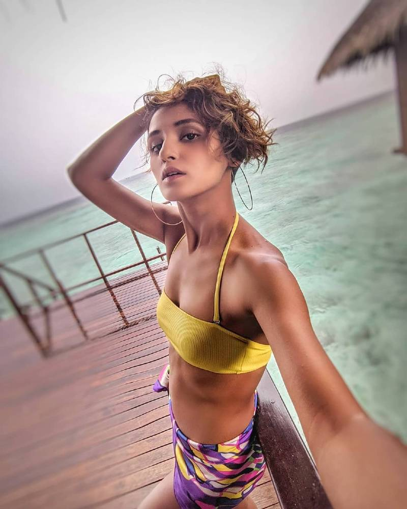 shakti-mohan-bikini-selfie