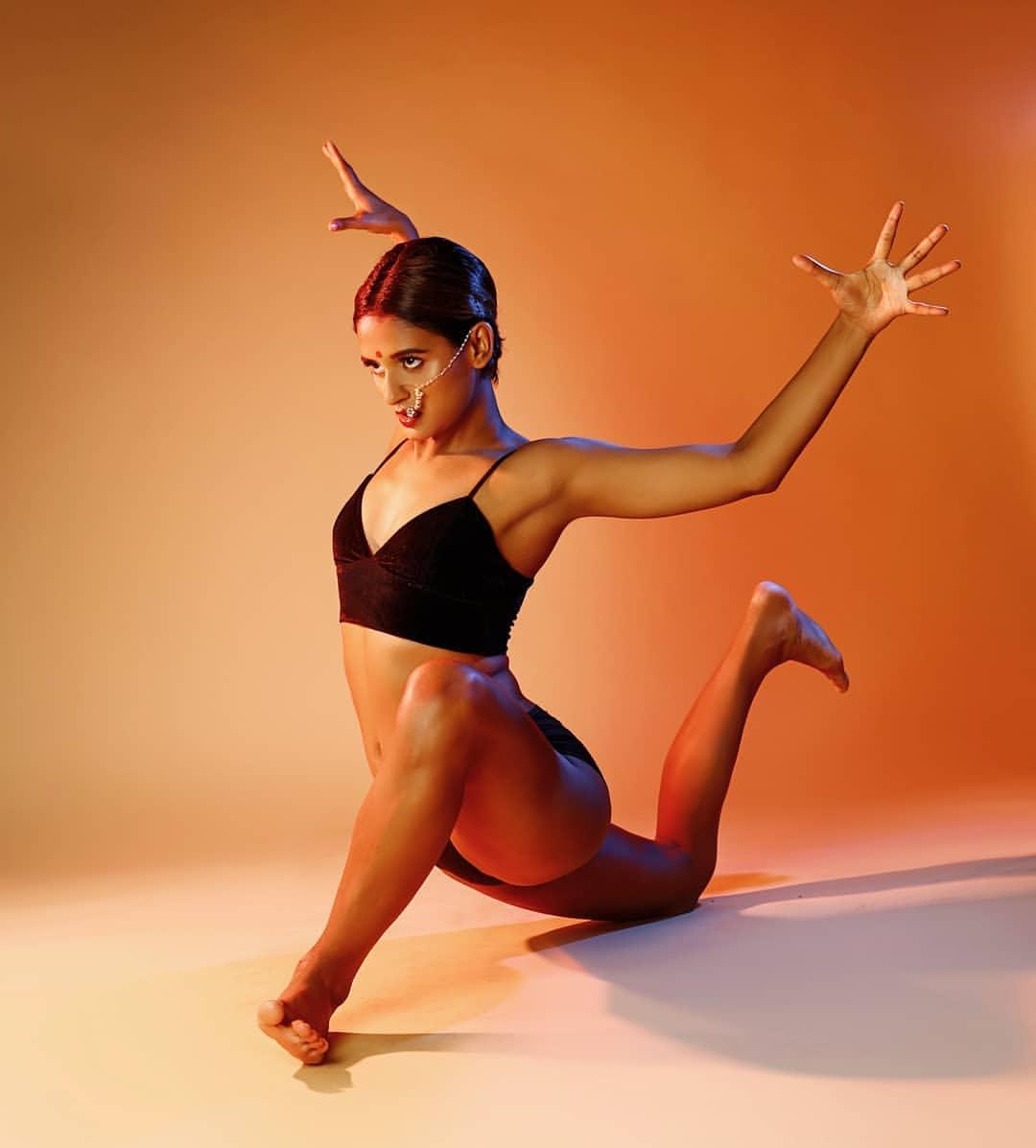 shakti-mohan-in-bikini-showing-dance-pose