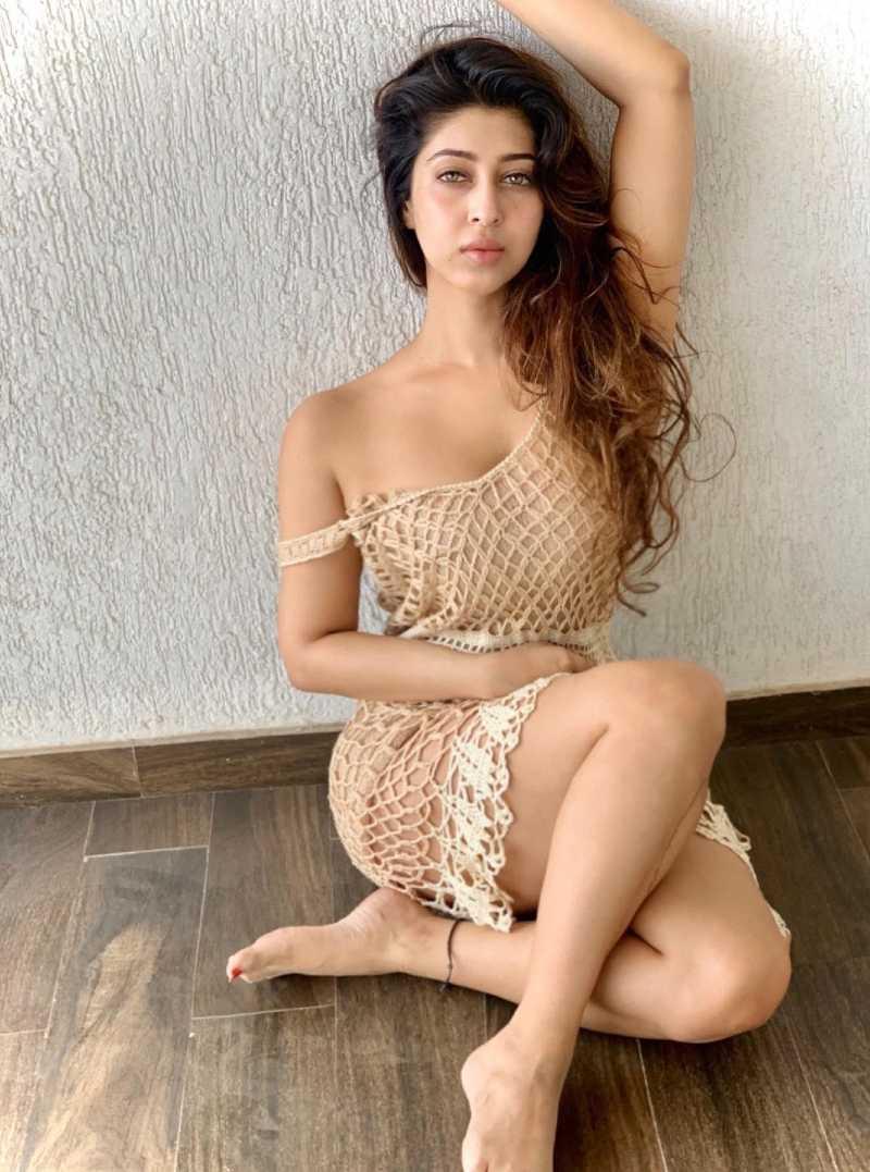 sonarika-bhadoria-legs-in-short-dress