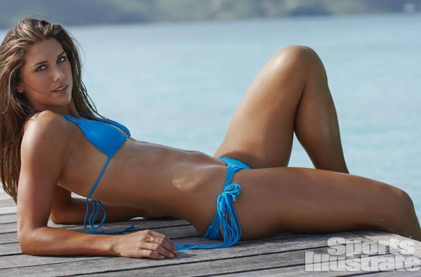 sports-illustrated-model-alex-morgan-looking-smoking-hot-in-blue-bikini