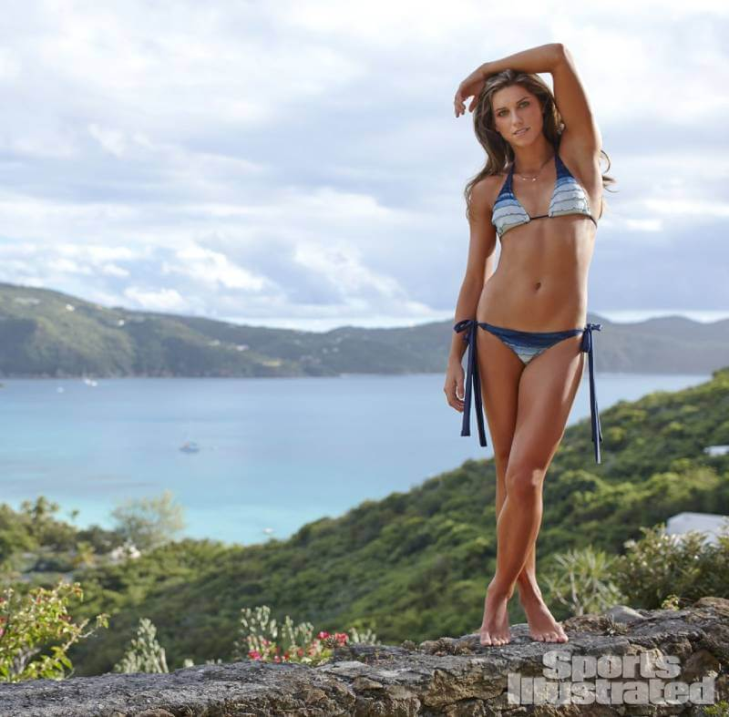 sports-illustrated-swimsuit-issue-alex-morgan-showing-her-bikini-toned-body