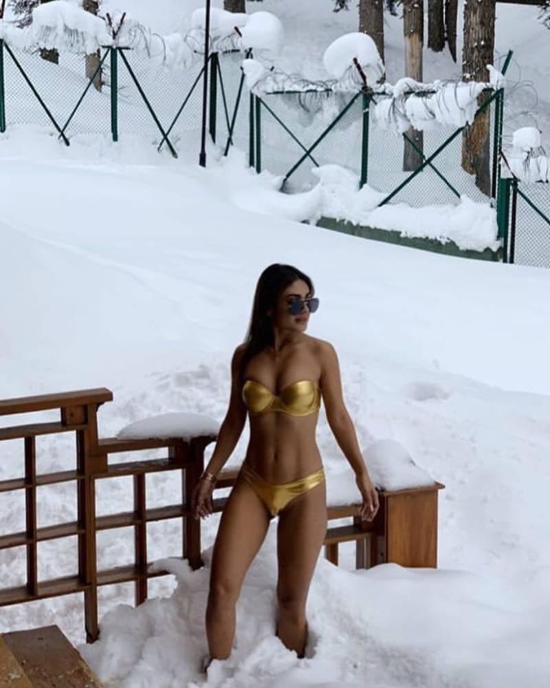 sreejita-de-golden-bikini-photoshoot