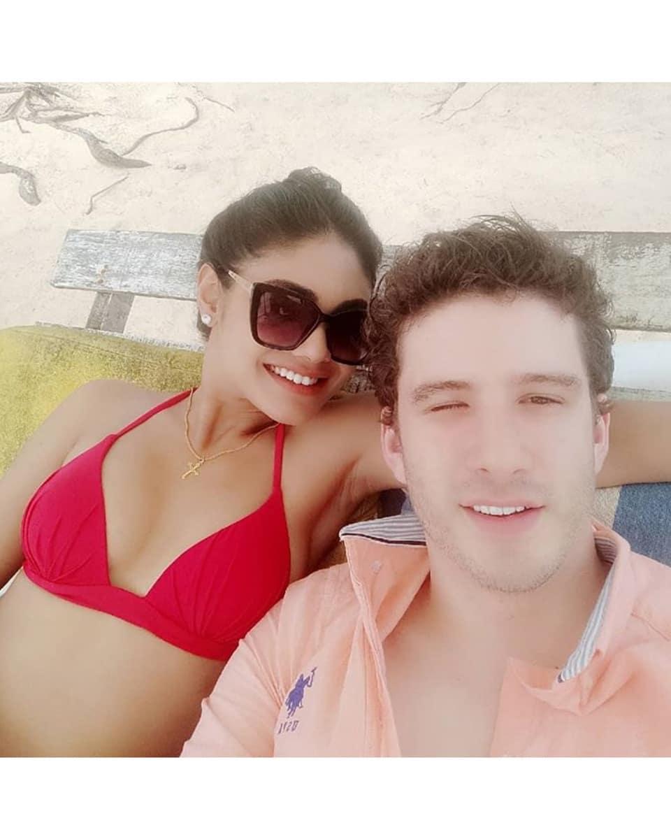 tv-actress-sreejita-de-bikini-photos-with-boyfriend