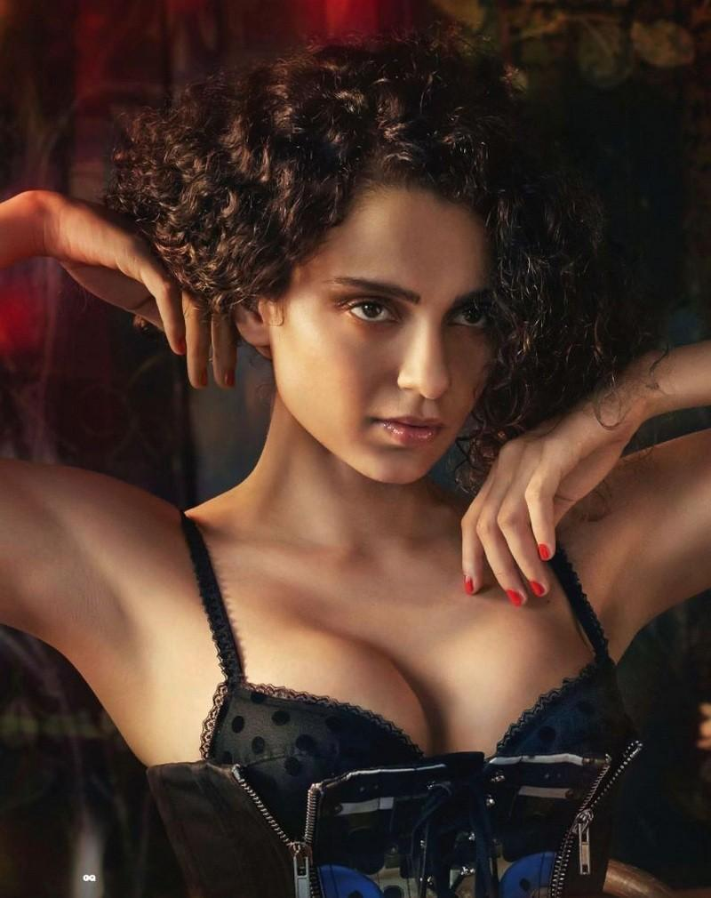 Hot-Actress-Kangana-Ranaut-Bikini-Images-Her-Boobs-Are-Popping-out