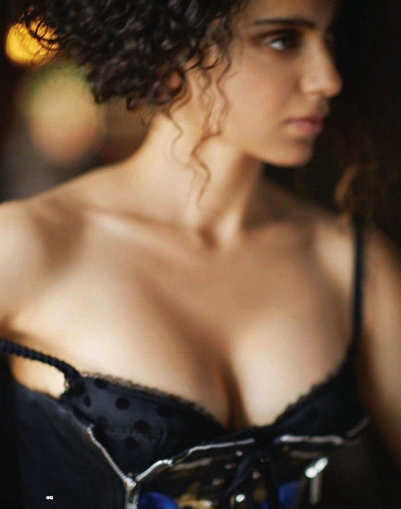 Kangana-Ranaut-boobs-in-bikini-GQ-India