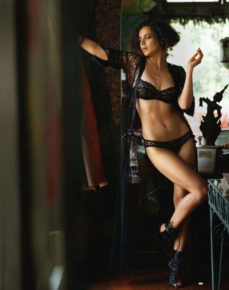 Kangana-Ranaut-in-bikini-flaunts-her-hot-body