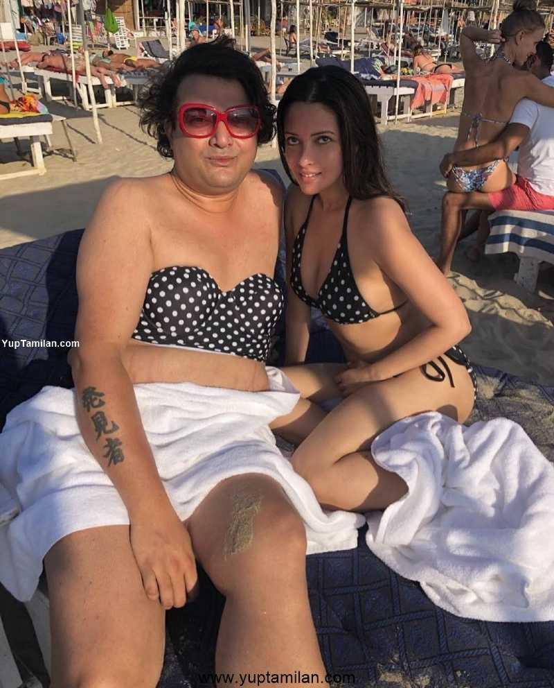 Riya-sen-bikini-Sexy-Photos-posing-with-a-friend