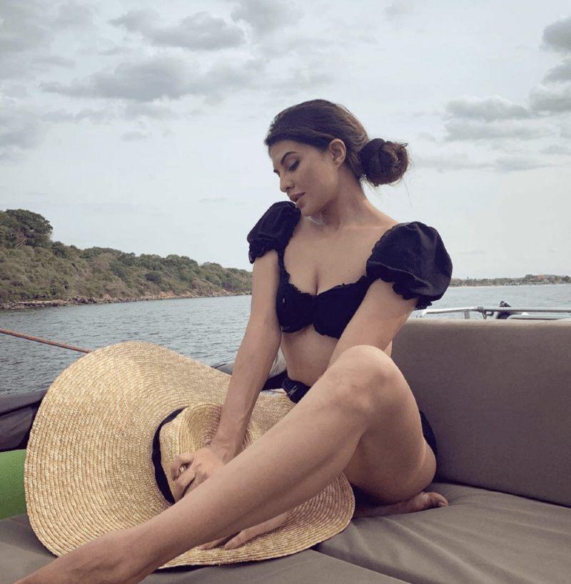 actress-Jacqueline-Fernandez-Bikini-Photos