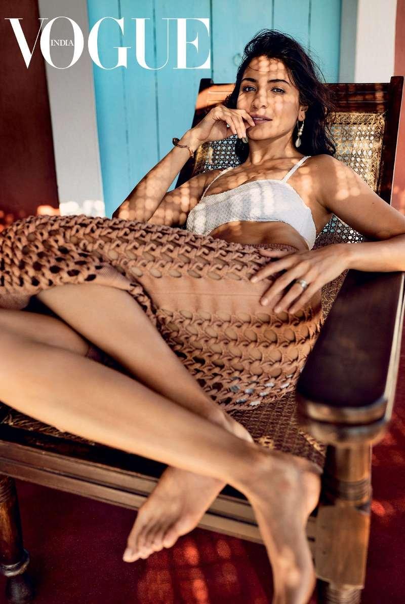 anushka-sharma-bikini-photos-with-net-bottom