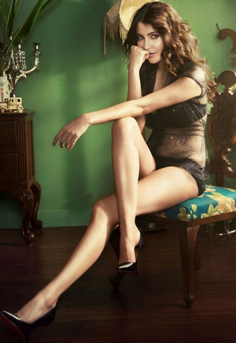 anushka-sharma-bikini-stills-displaying-her-long-legs