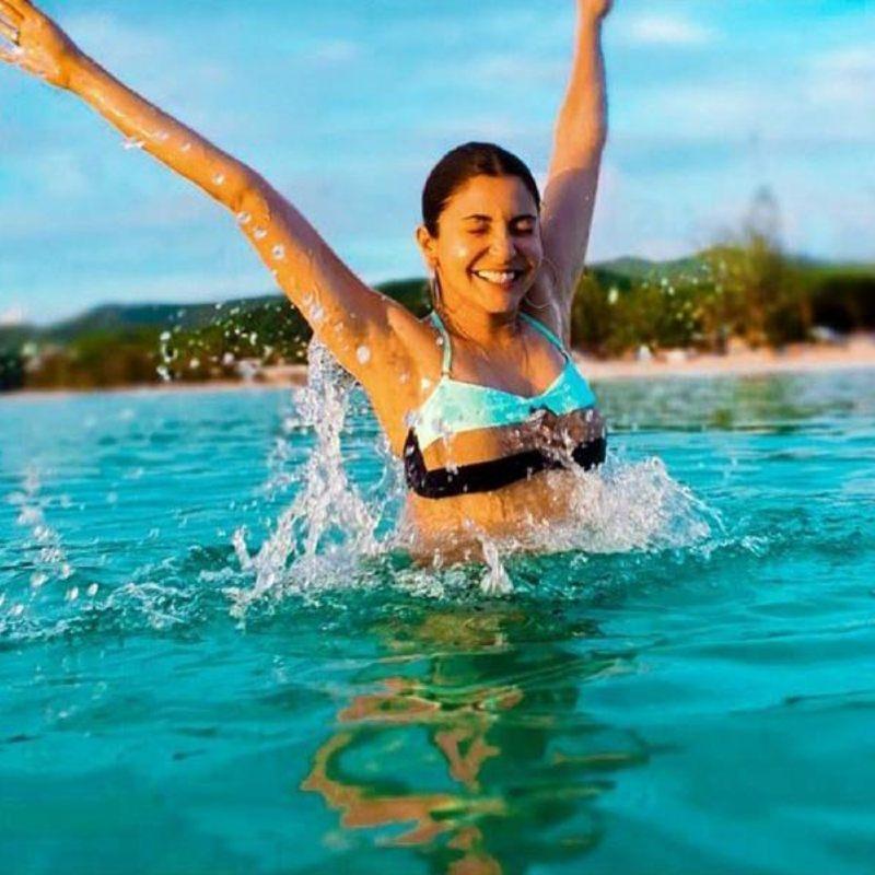 anushka-sharma-in-bikini-having-fun