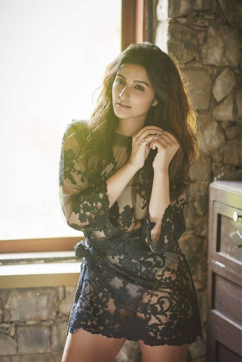 hot-actress-of-bollywood-parineeti-chopra-bikini-photos-wearing-see-through-dress