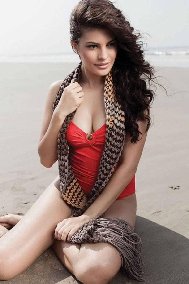 jacqueline-fernandez-bikini-pictures-deep-cleavage-visible