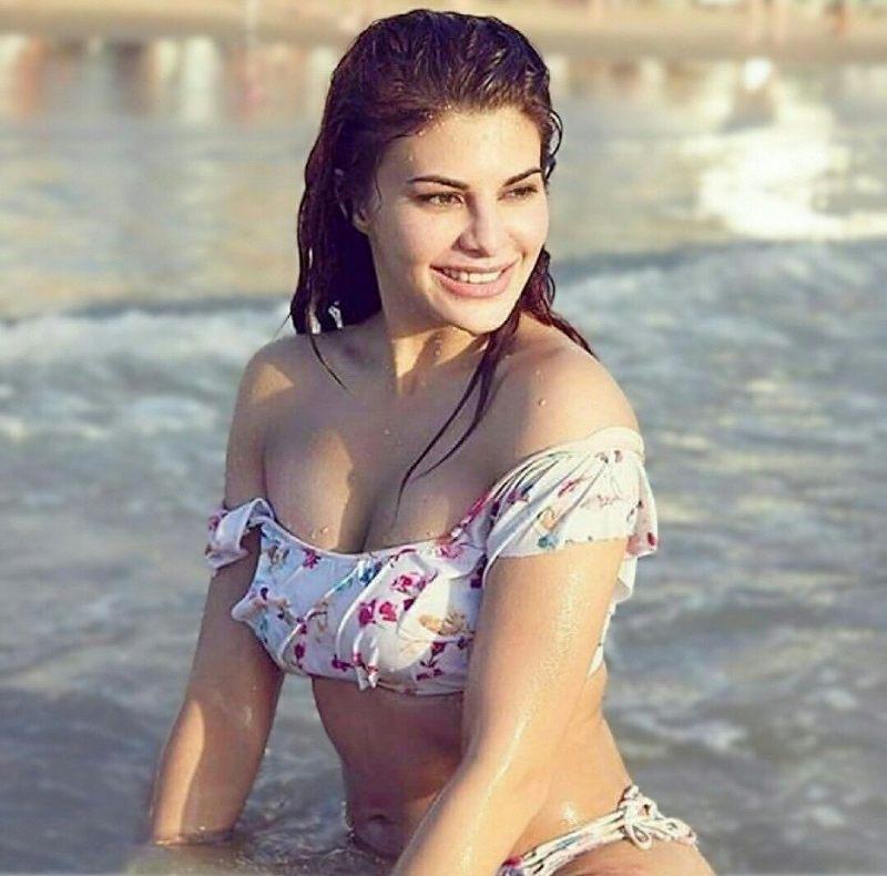 jacqueline-fernandez-bikini-stills-making-temperature-on-fire