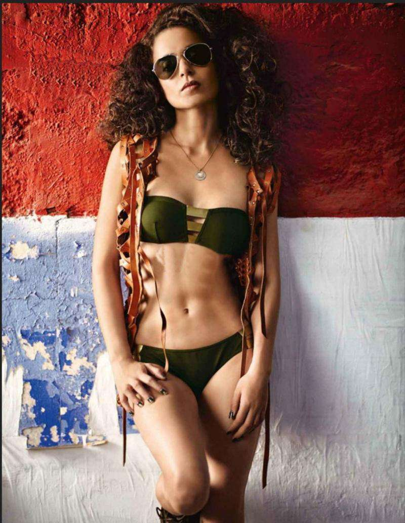 kangana-ranaut-in-bikini-showing-her-toned-curvy-body