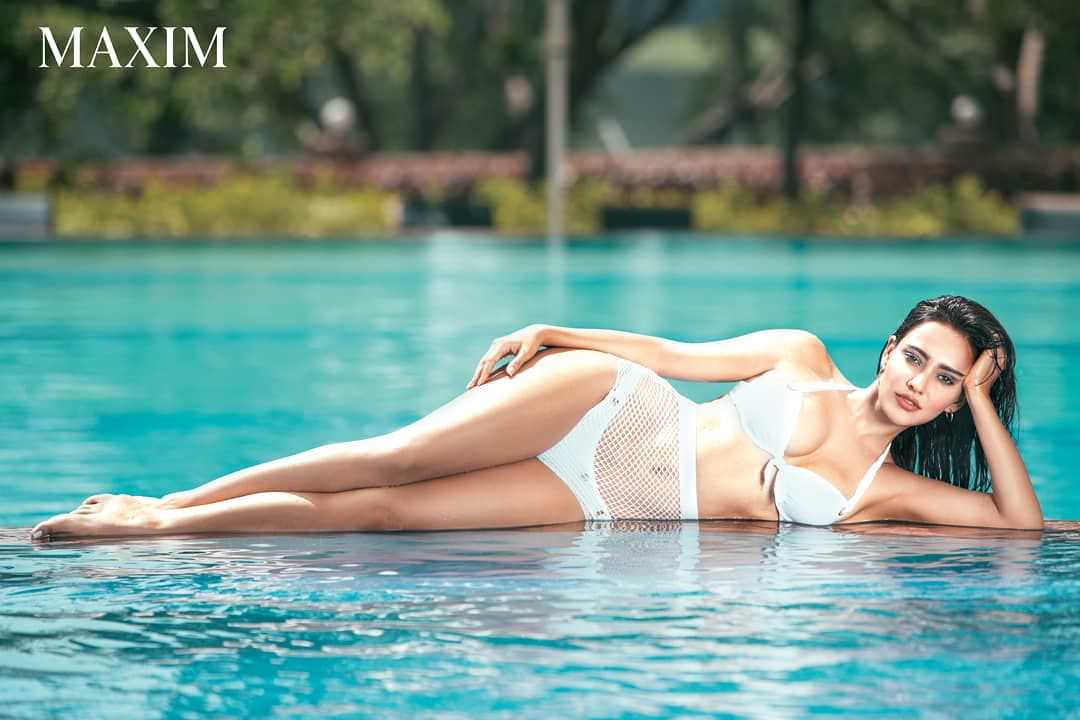 neha-sharma-bikini-pictures-in-pool-shows-off-her-perfect-toned-body