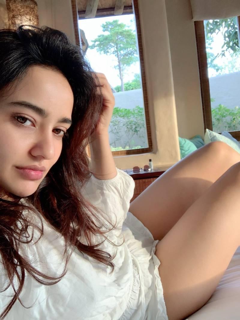 neha-sharma-bikini-selfie