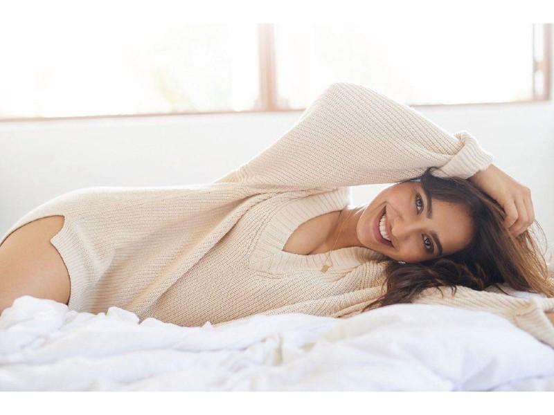 neha-sharma-in-bikini-panty-displaying-her-hot-body-on-bed