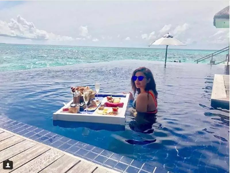 parineet-chopra-bikini-pics-in-pool