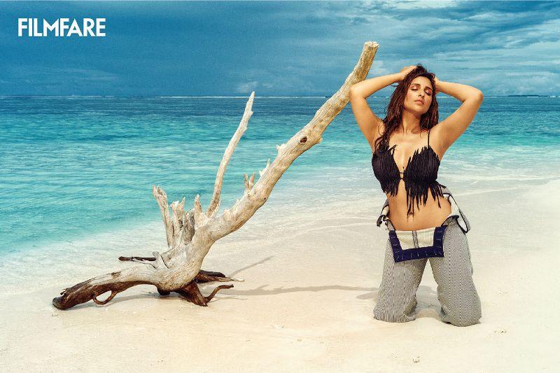 parineeti-chopra-bikini-photos-on-beach-explore-her-big-boobs