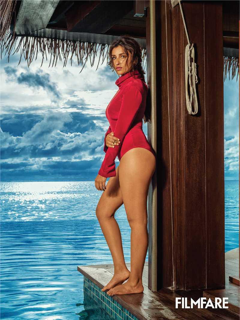 parineeti-chopra-bikini-photos-showing-her-sexy-ass
