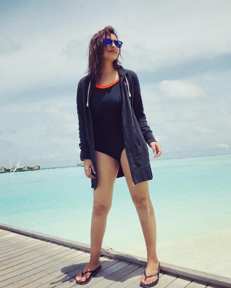 parineeti-chopra-bikini-stills-from-her-vacation