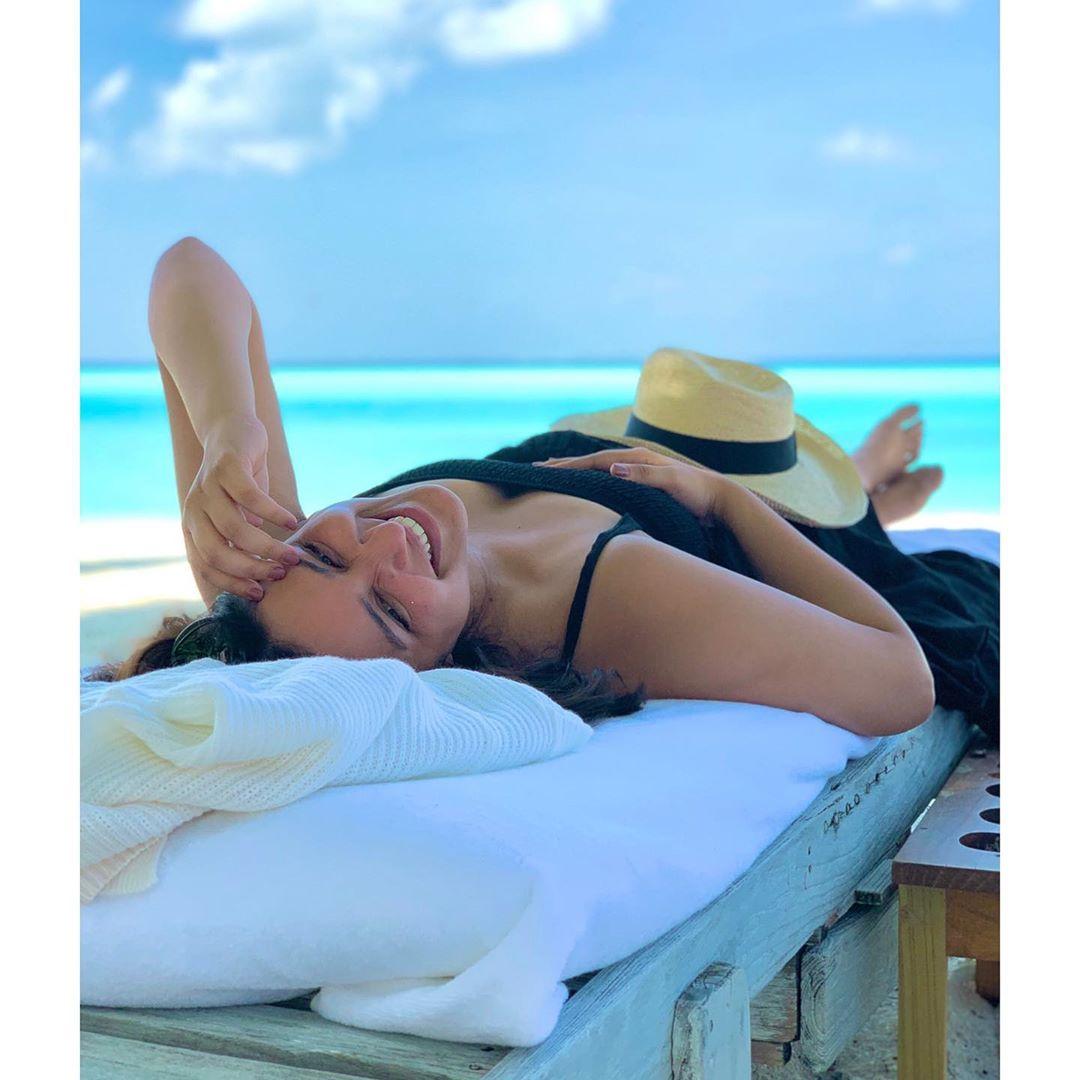 parineeti-chopra-in-bikini-enjoying-on-holidays
