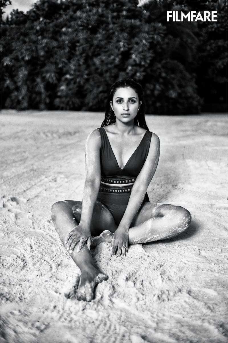 talented-indian-actress-parineeti-chopra-wearing-bikini-on-beach