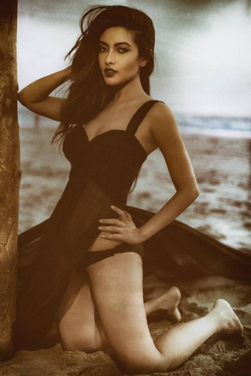 riya-sen-bikini-pics-on-beach-exposing-her-hot-figure