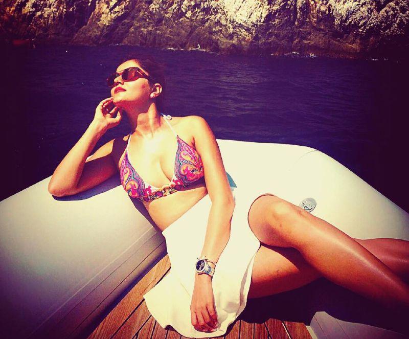 rubina-dilaik-bikini-image-indian-tv-actress