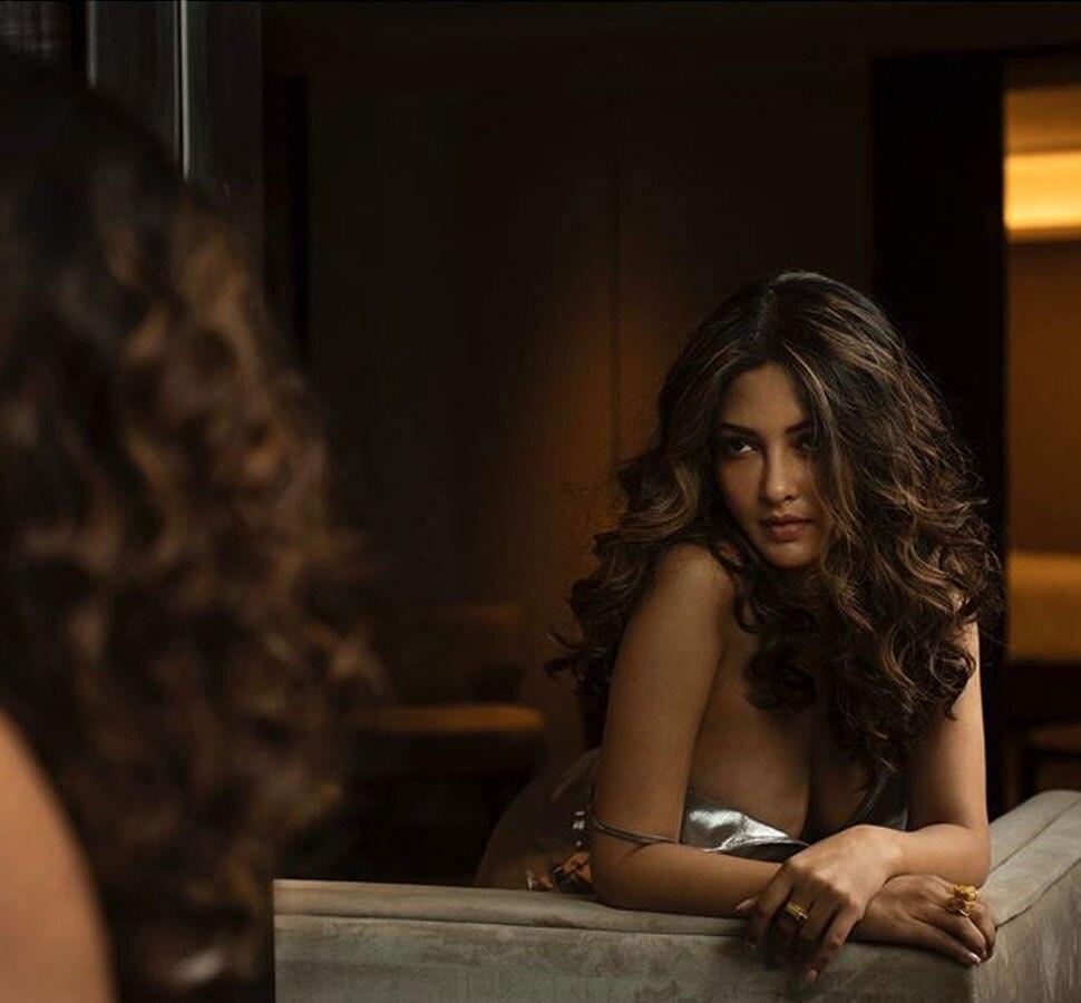 seductive-riya-sen-boobs-deep-cleavage-in-short-dress