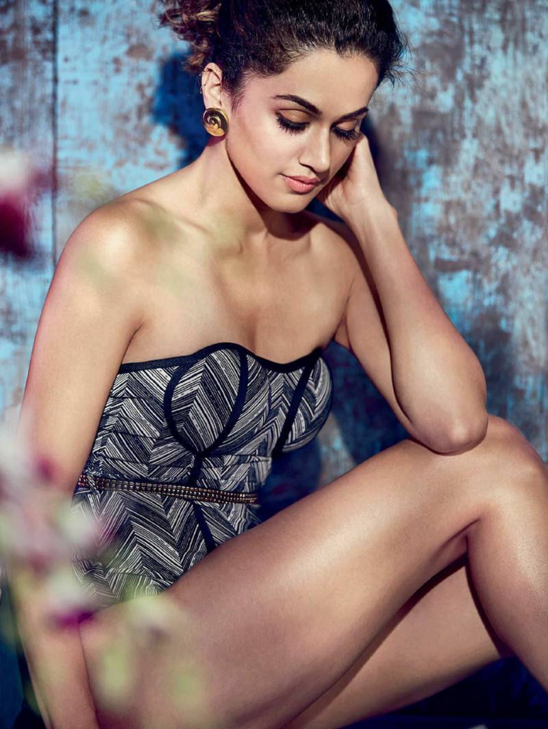 taapsee-pannu-bikini-images-shows-off-her-butt-BRINGING-the-heat