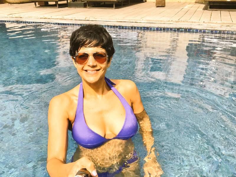 actress-mandira-bedi-bikini-pictures