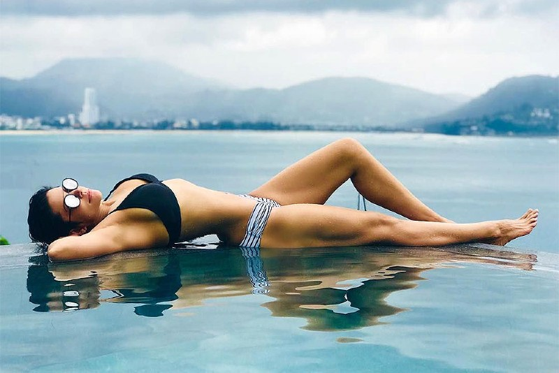 mandira-bedi-bikini-figure