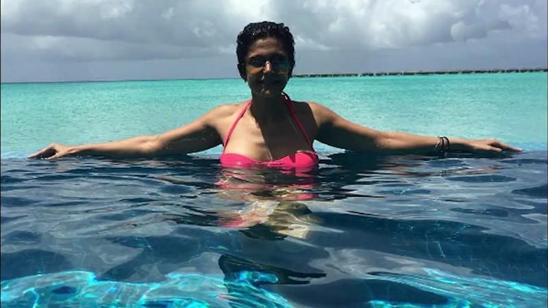 mandira-bedi-hot-bikini-photos-relaxing-in-pool
