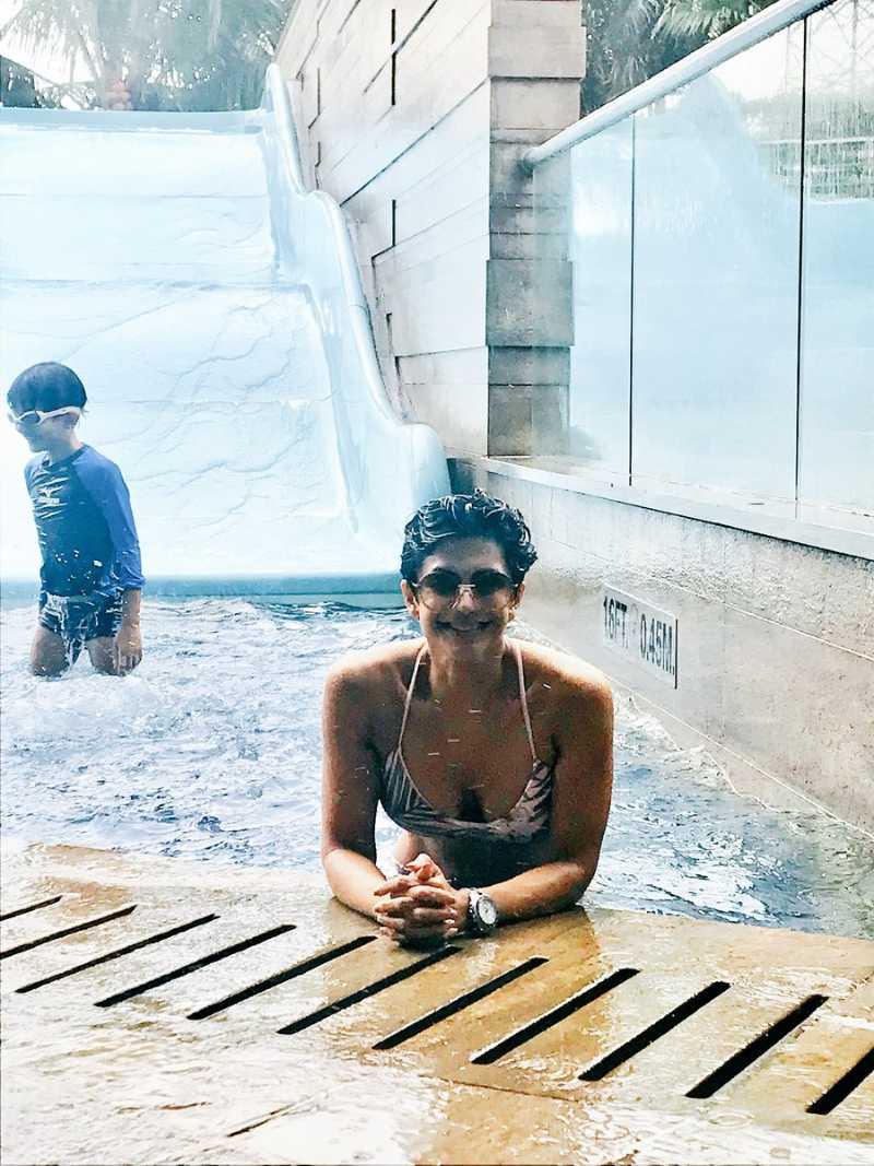 mandira-bedi-in-bikini-in-pool-making-the-water-hot