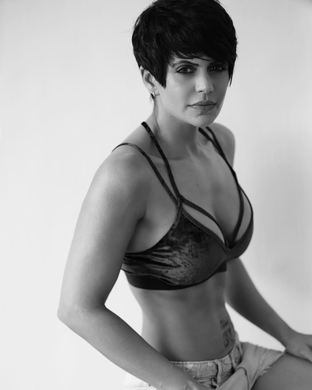 mandira-bedi-posing-in-bikini